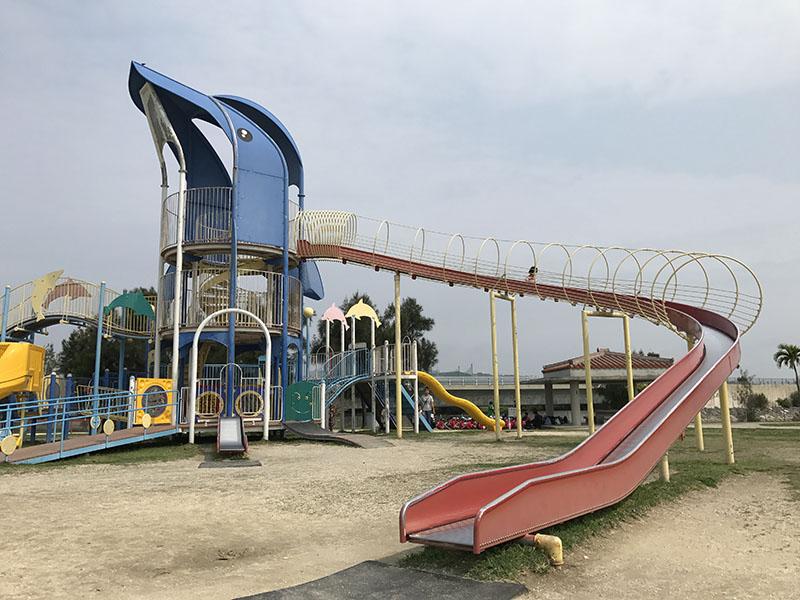 イルカ公園のコンビネーション遊具