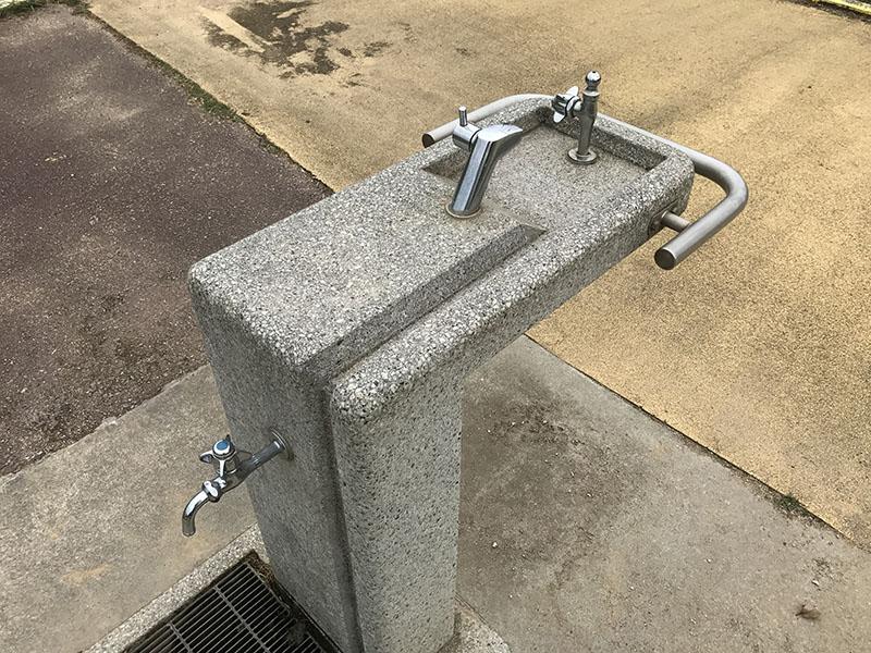 手洗い場と水飲み場