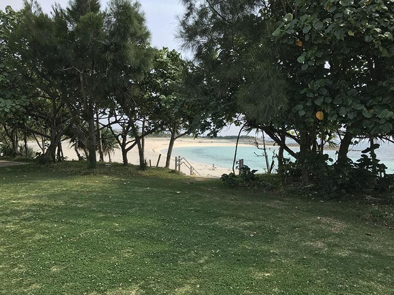 ちびっこ広場前に広がるビーチ
