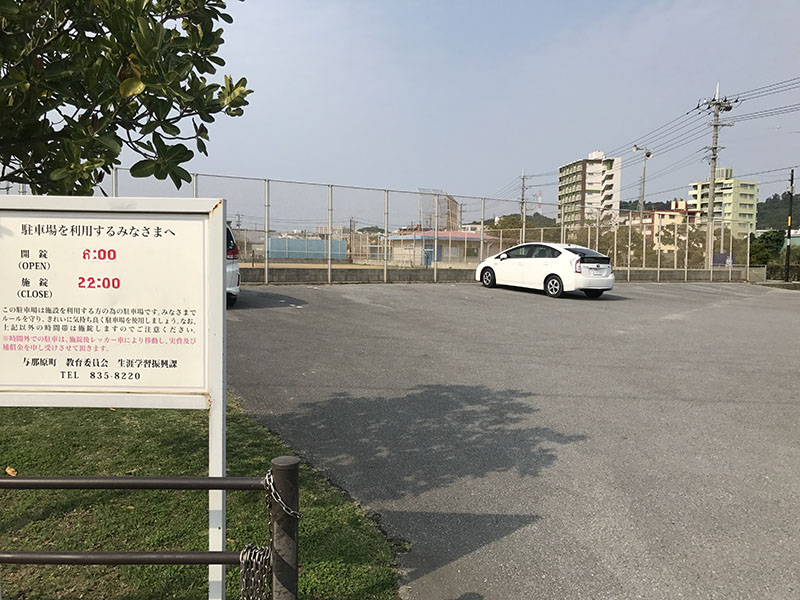 野球場側の駐車場