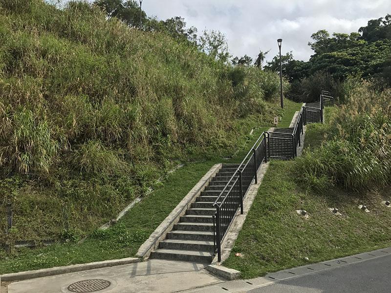 運動競技場へと続く階段