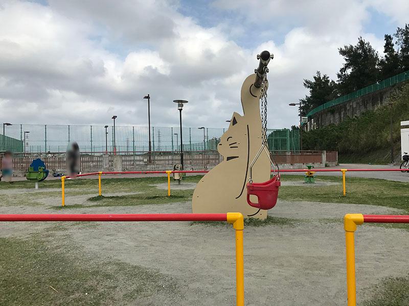はえるん公園のブランコ