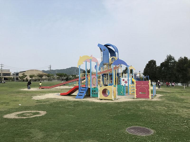 充実したイルカ公園の遊具