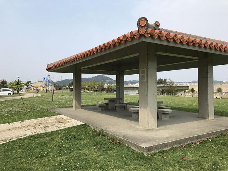 イルカ公園の東屋