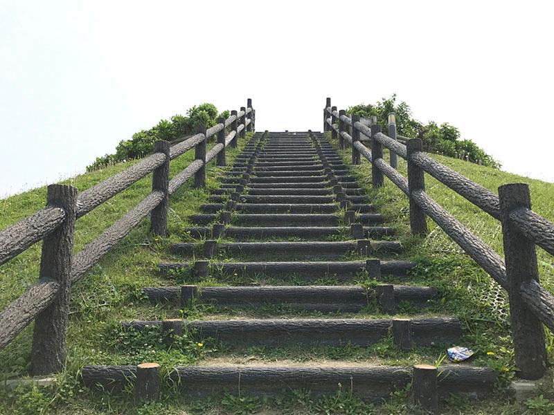 西原タッチューの階段