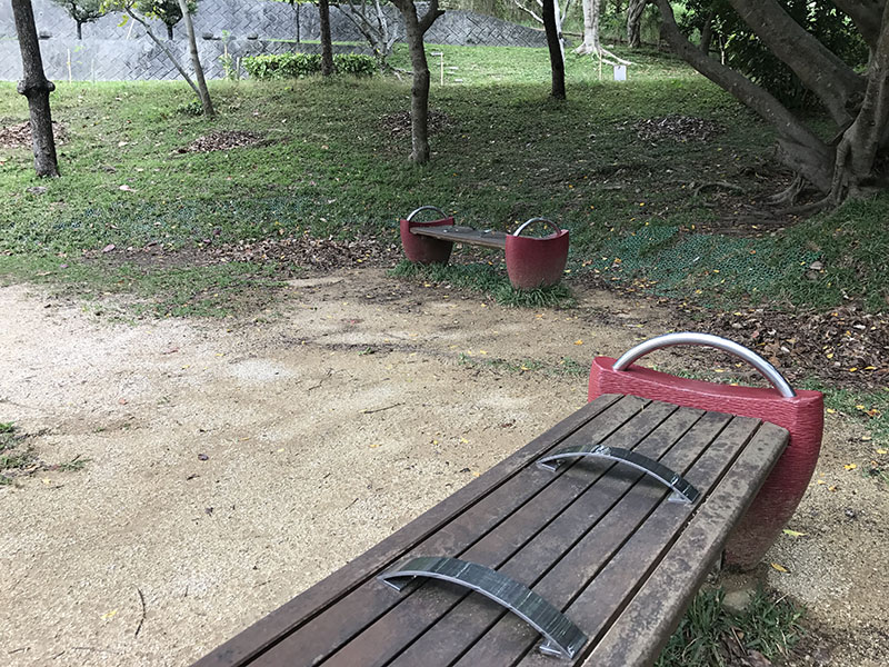 遊具近くにあるベンチ