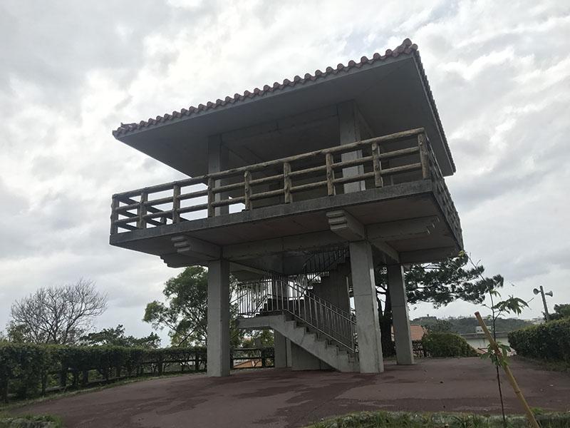 屋根付きの展望デッキ
